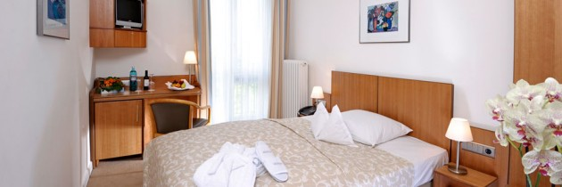 Hotel Hamburg Single Room with Double bed Hotel Hamburg Germany Weekend Breaks Holidays City Breaks Accommodation Bed and Breakfast B&B Restaurant